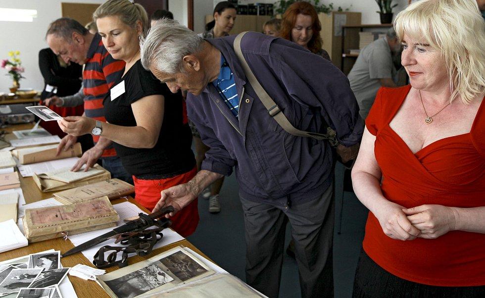 U příležitosti Mezinárodního dne archivů se veřejnosti otevřela budova Archivů bezpečnostních složek a Ústavu pro studium totalitních režimů v Braníku.