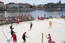 Prague Open Beach Handball na Hořejším nábřeží.