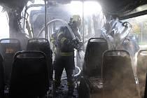 Požár autobusu městské hromadné dopravy ve Weberově ulici v pražském Motole.