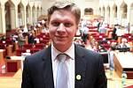 Byť končící primátor Tomáš Hudeček oficiálně odchází do opozice, může se, coby nezávislý člen zastupitelského klubu TOP 09, stát mocenským jazýčkem na vahách.