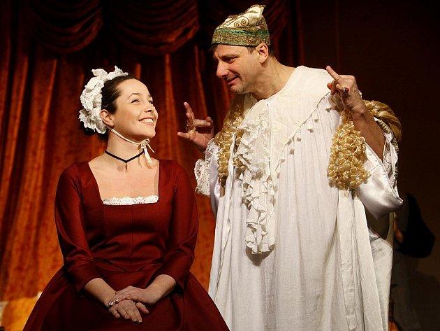 Radek Holub v titulní roli a Tereza Němcová v roli Bětky v pondělí 13. února 2012 při zkoušce komedie Ludviga Holberga Jeppe z Vršku v pražském Divadle na Jezerce. Premiéra bude ve čtvrtek 16. února 2012.