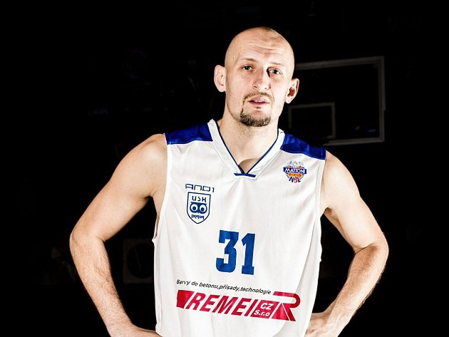 PREMIÉRA. Poprvé navlékl dres basketbalistů USK Praha český reprezentant Luboš Bartoň.