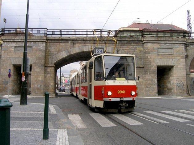 Tramvaj KT8D5 v Karlíně. Ilustrační foto.