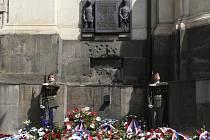 Pietní vzpomínka před chrámem sv. Cyrila a Metoděje v pražské Resslově ulici při příležitosti výročí atentátu na Reinharda Heydricha a smrti československých parašutistů.