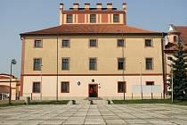 Barokní zámek v Hostivicích u Prahy. Ilustrační foto.