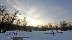 Zamrzlý rybník v Praze. Ilustrační foto.