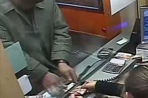 Směnárnici filuta obral o padesát tisíc korun.