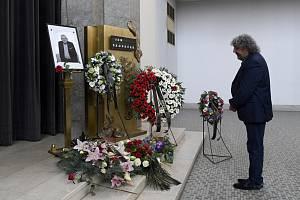 Režisér Zdeněk Troška 3. srpna 2020 ve strašnickém krematoriu v Praze na posledním rozloučení s hercem Janem Skopečkem, který zemřel 27. července ve věku 94 let.