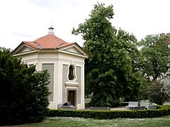 Kaple svaté Terezie ve Vojanových sadech.