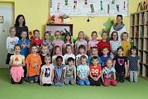 MŠ Kytlická - předškoláci - třídy Medvídci,Ovečky a Ještěrky. Na fotografii zleva ředitelka Bc. Monika Mothejzíková a zástupkyně ředitelky Bc .Kateřina Navarová.