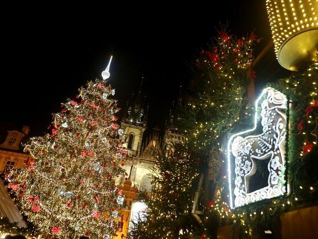 Rozsvícení vánočního stromu na Staroměstském náměstí v Praze.