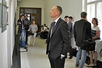Jednání Vrchního soudu v Praze v kauze lobbisty Ivo Rittiga přitahovalo pozornost médií, ačkoliv dotyčný nebyl jednání osobně přítomný.