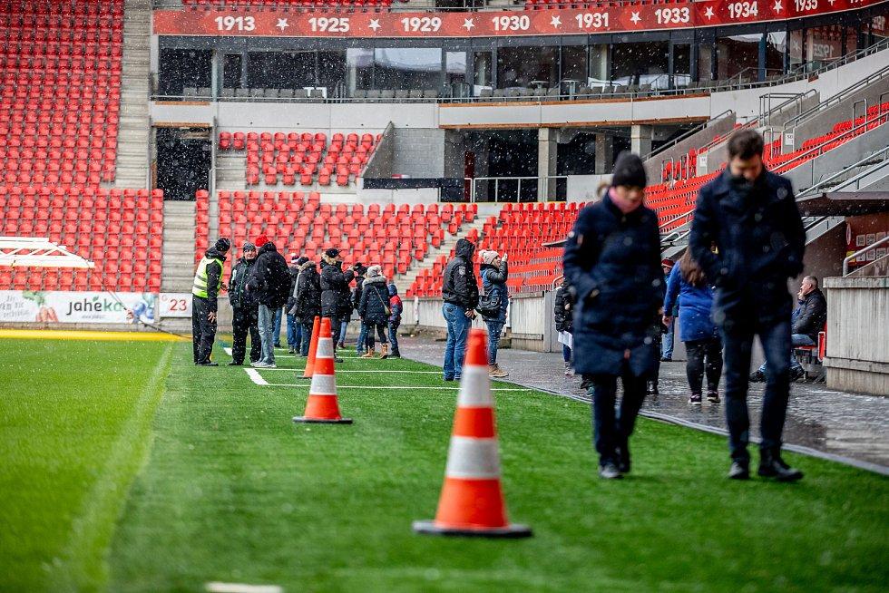 Fotbalový klub Slavia Praha pořádal pro své fanoušky akci Víkend otevřených dveří, při kterých mohli nakouknout do útrob stadionu, šaten i do klubového muzea.