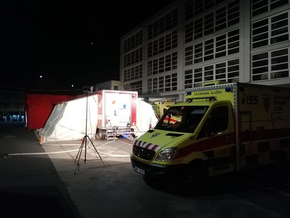 Pražská záchranka posiluje kvůli epidemii koronaviru provoz o tým speciálních činností.