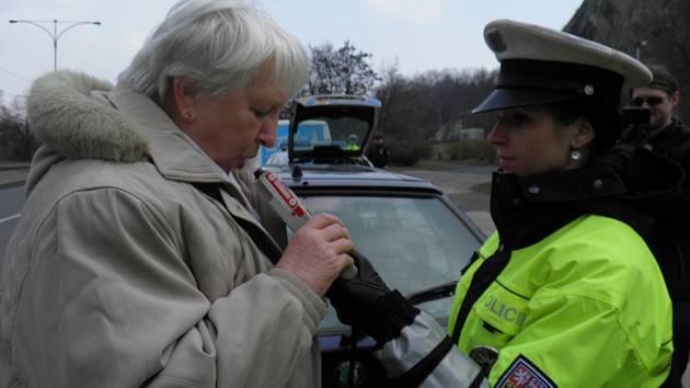 Test požití alkoholu u řidiče. Ilustrační foto.