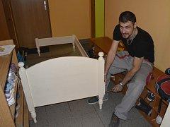 Se stěhováním ve štěrboholském Klokánku pomáhal i Miroslav Čajka. Ze všech řemeslníků zůstal nejdéle. Vedení Klokánku hledá dobrovolníky do další fáze stěhování.
