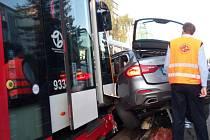 V Praze se během úterý střetly chvíli po sobě dvě tramvaje s autem. Snímek je ze Strašnic. Druhá nehoda se stala ve Vršovicích.