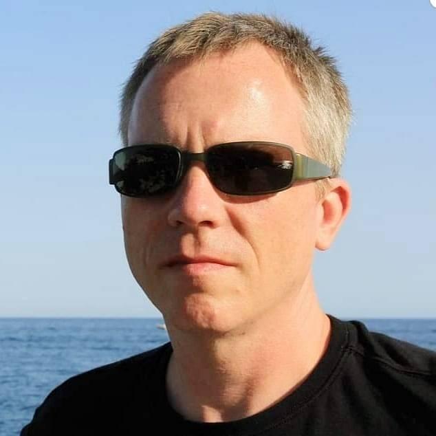 Dan Mair je Američan žijící v Praze.
