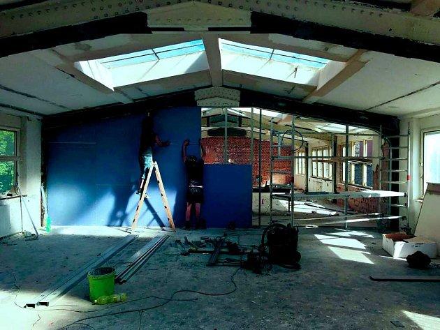 PRÁCE na vzniku nového kulturního centra pokračují. Skupina nadšenců už má za sebou několik úspěšných projektů.