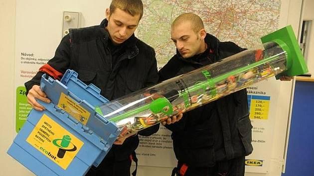 Sebrané baterie se odvážejí k recyklaci.