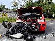 Srážka dodávky a motorkáře.
