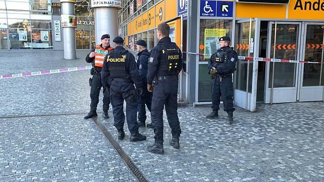 Nahlášená bomba omezila provoz ve stanici metra Anděl. Pyrotechnik nic nenašel