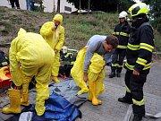 Hasiči i zdravotníci cvičně bojovali s ebolou.