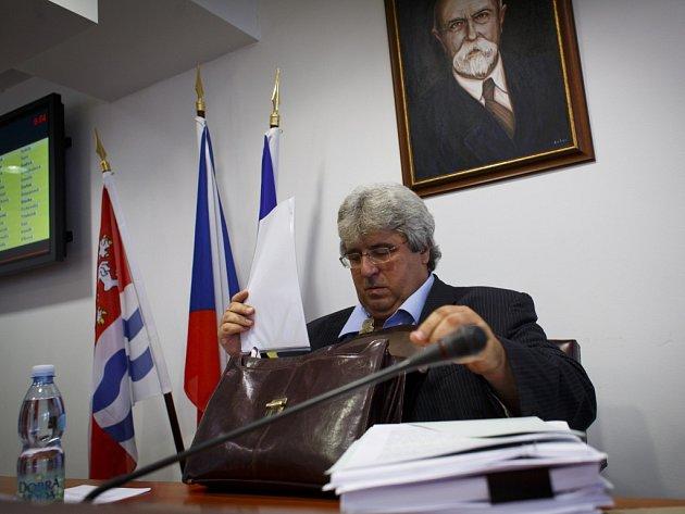 Josef Řihák rezignoval v pondělí 23. června 2014 na funkci hejtmana Středočeského kraje.