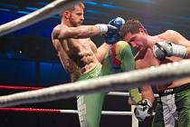 JAN HOMOLKA (vlevo) v souboji se slovenským zápasníkem Martinem Panisem.