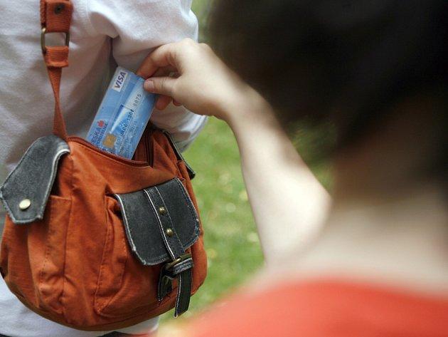 Krádež kreditní karty. Ilustrační foto.