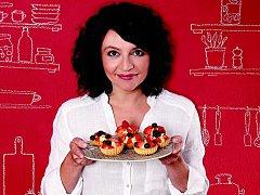 Televizní kuchařka, ale zároveň matka tří dětí, novinářka a hudebnice Karolína Kamberská.