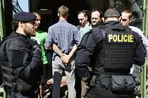 Několik členů hnutí Extinction Rebellion zablokovalo 23. srpna 2019 svými těly vchod do ministerstva pro místní rozvoj (MMR) na Staroměstském náměstí v Praze.