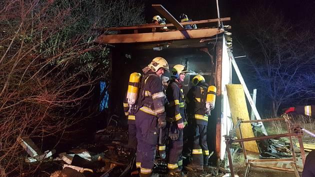 Požár stavební buňky v ulici Na Pramenech.