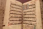 Mimořádné vystavení dvou graduálů v galerii Klementinum Národní knihovny v Praze. Vzácné rukopisy z konce 16. století jsou otevřeny na stránkách s iluminacemi zobrazující Mistra Jana Husa na hranici.