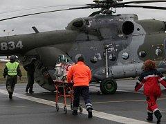 Ze slavnostního zahájení spolupráce Armády ČR a ministerstva zdravotnictví při letecké přepravě ECMO týmů za kriticky ohroženými dětskými pacienty.