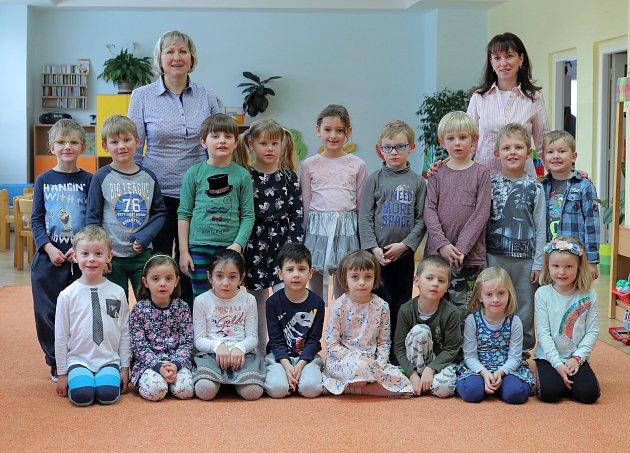 MŠ Pod Lipkami - 2.třída předškoláci, zleva učitelky Vladislava Němcová (zástupkyně ředitelky) a Irena Bartošová.