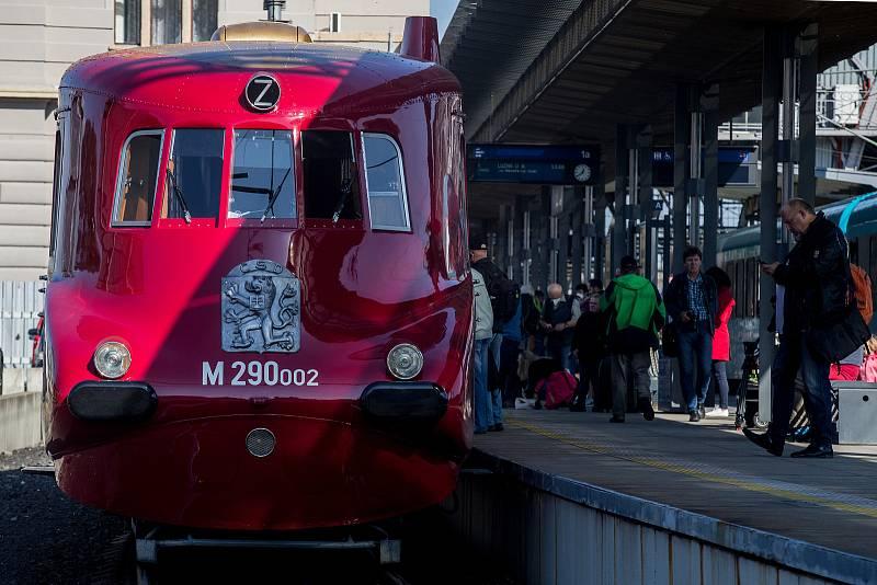 Legendární Slovenská strela na hlavním vlakovém nádraží v Praze.