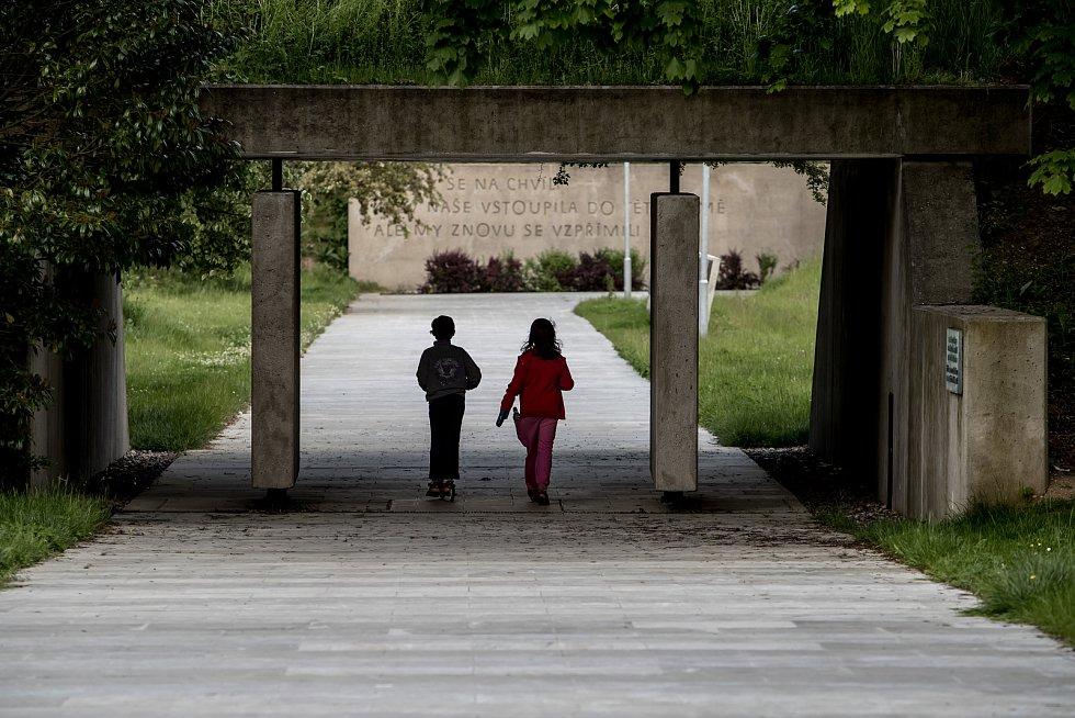 Místa spojená s atentátem na Heydricha, 25. května v Praze. Kobyliská střelnice - bývalá vojenská střelnice, od roku 1945 pietní místo a roku 1975 přeměněno na Památník protifašistického odboje. Od roku 1978 je národní kulturní památkou.