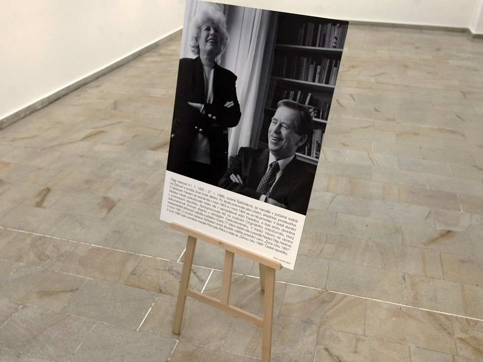 V žižkovské výstavní síni Atrium začala putovní výstava fotografií Olga Havlová a Výbor dobré vůle.
