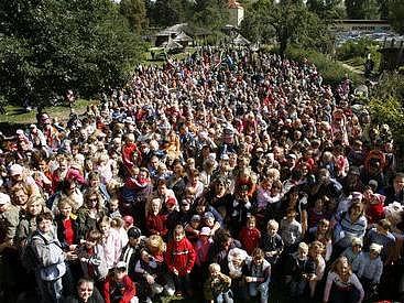 """Rekordní setkání rodin s dětmi narozenými díky moderní metodě asistované reprodukce - """"dětí ze zkumavky"""" se uskutečnilo 15. září v zoologické zahradě v Praze-Troji."""