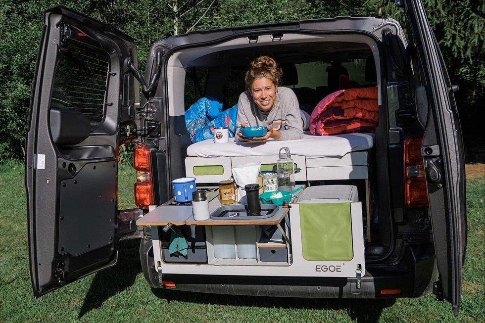 Eva Samková si užívá dovolenou v Česku ve stylu nomádství.