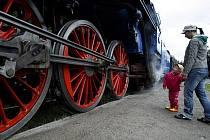 Z pražského branického nádraží odjel parní vlak na Křivoklát na 15. ročník setkání řezbářů Křivořezání.