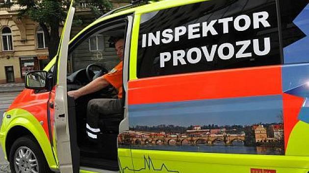 Zdravotnická záchranná služba hlavního města Prahy v úterý představila novinku ve svém provozu – zavedení inspektora provozu.