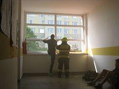 ZŠ Mendelova na Praze 11 zažila v pátek cvičnou evakuaci