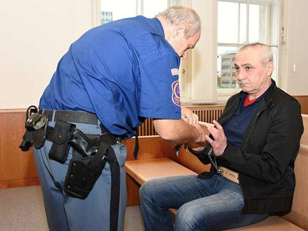 Gruzínec Avtandil Haas (původním jménem Kacačvili) u soudu.