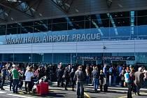 Žena na letišti v Praze vyhrožovala bombou, Terminál 2 musel být evakuován.