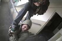 Odcizené bezpečnostní kamery zachytily zloděje