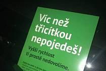 V Praze 3 se objevily plakáty parodující Zelené.