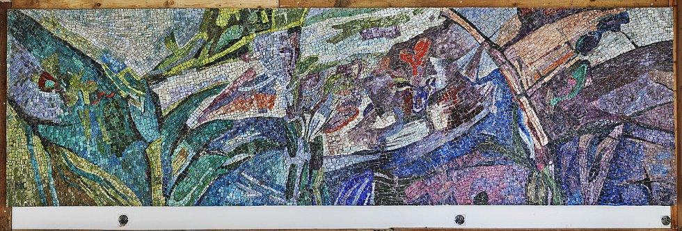 Při stavebních pracích byla v Praze-Malešicích odhalena skleněná mozaika Růst – Příroda stará čtyřicet let. Na tom to místě bude po opravách umístěna.