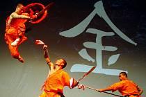 SHAOLINŠTÍ MISTŘI. Čínští mniši předvedli Pražanům netušené možnosti lidského těla a hlavně mysli.